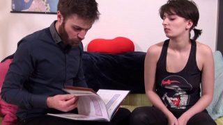 Molly révise son bac pro en baisant avec son prof particulier