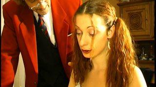 Un professeur de français et son collègue se tape angèle une petite étudiante .